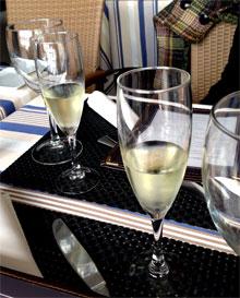 Cava de bienvenida en el restaurante El Marinero de Arrieta