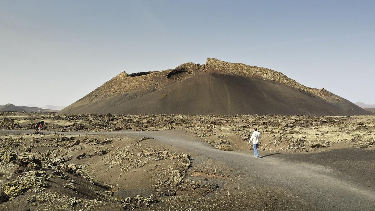 Camino hacia el Volcán del Cuervo
