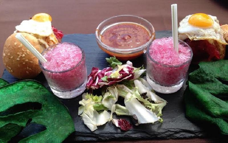 Fotografía de la mini hamburguesa de cochino negro de Lanzarote. En La Taberna de Nino.