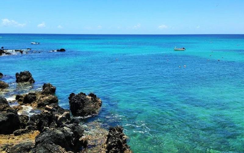 La bahía del pueblo de pescadores de Punta Mujeres, Lanzarote
