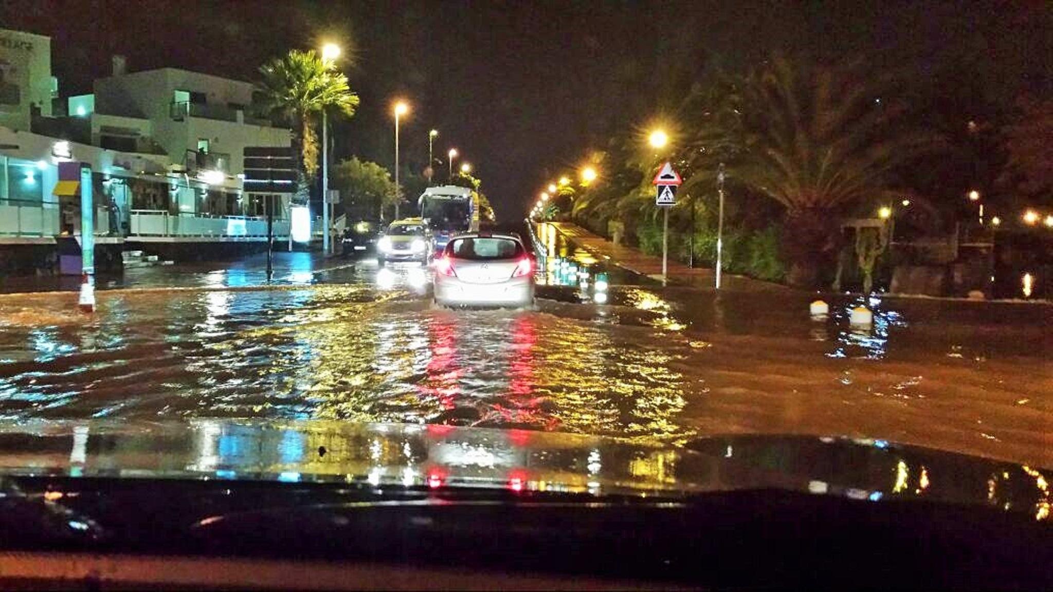 Avda. Las Playas de Puerto del Carmen inundada