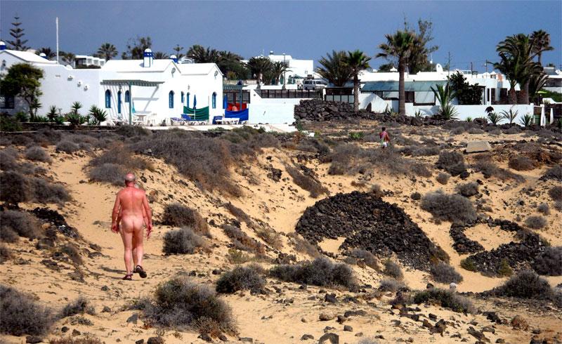 El pueblo nudista de Charco del Palo, Lanzarote