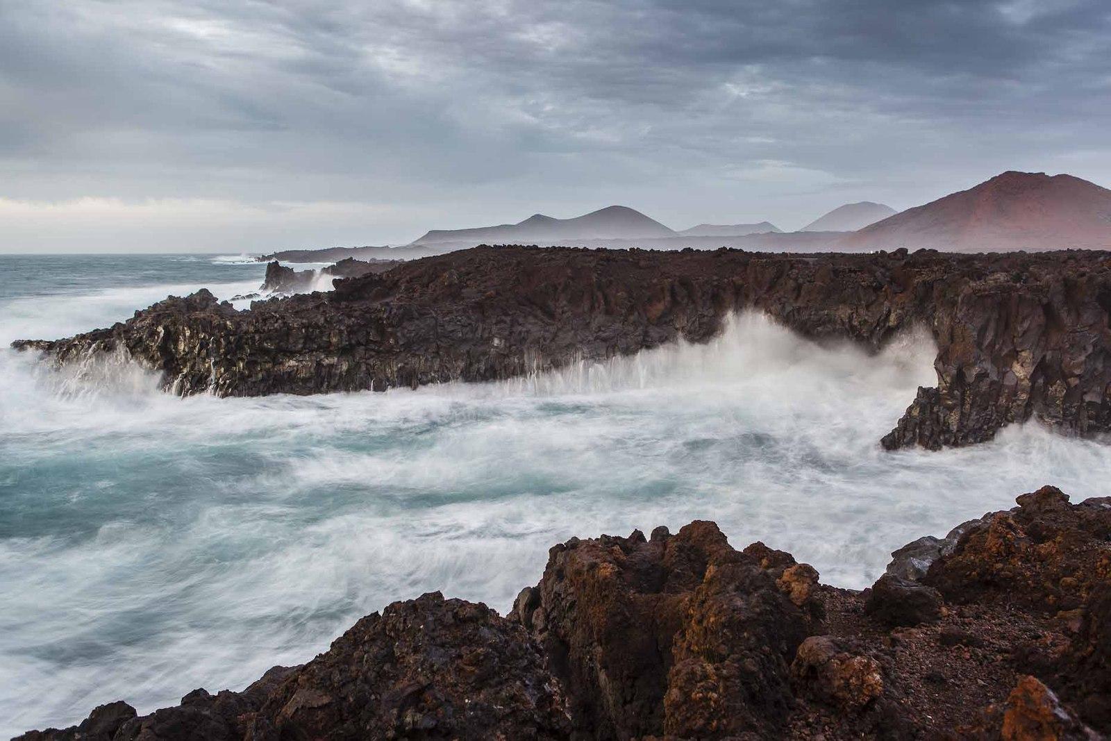 Qué ver en Lanzarote. Paisaje de Los Hervideros. Fotografía de Ramón Pérez Niz