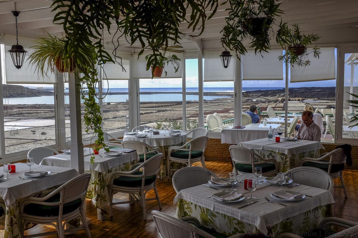 Restaurante Mirador Las Salinas, comer y ver Las Salinas de Janubio, fotografía de Ramón Pérez Niz