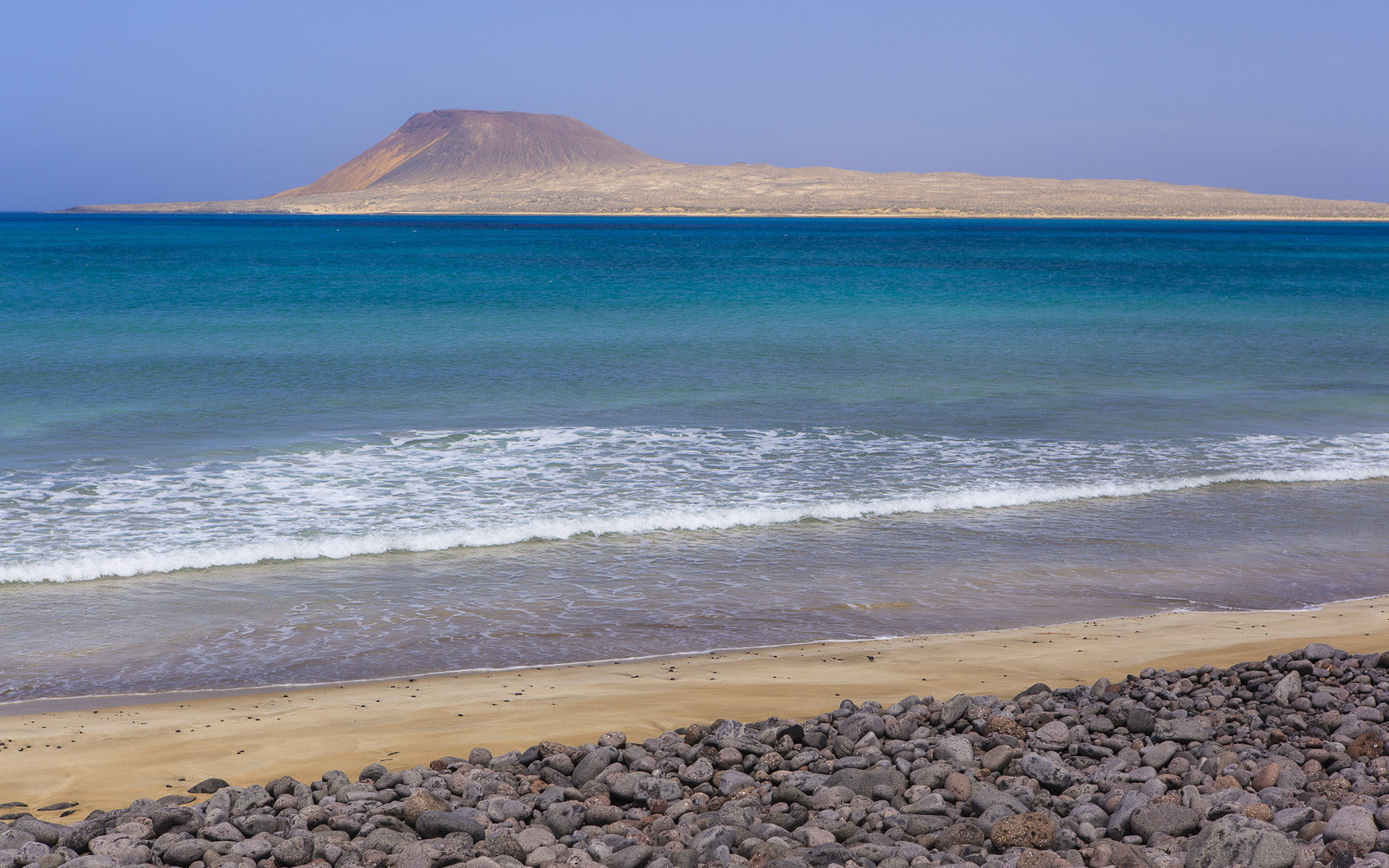La playa bajo el Risco, Lanzarote, fotografía de Ramón Pérez Niz