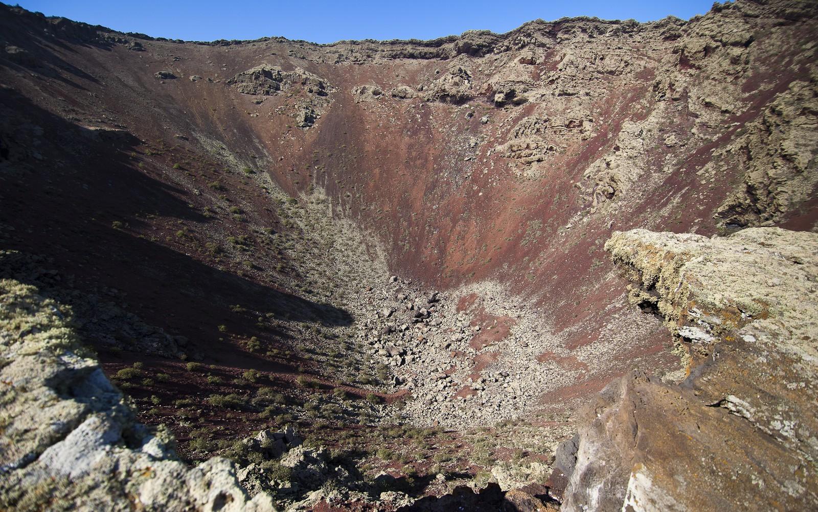 Cráter del volcán de la Corona, fotografía de Ramón Pérez Niz