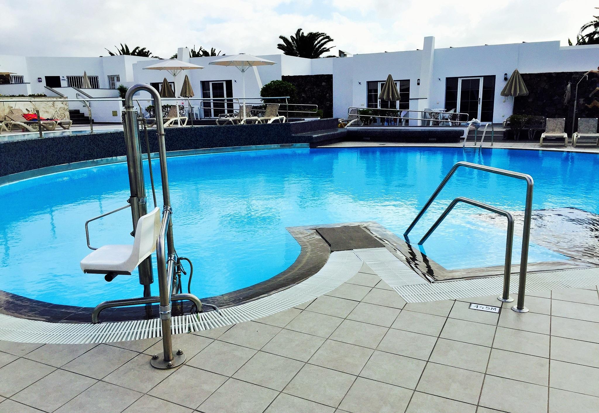 Acceso piscina adaptado para todos