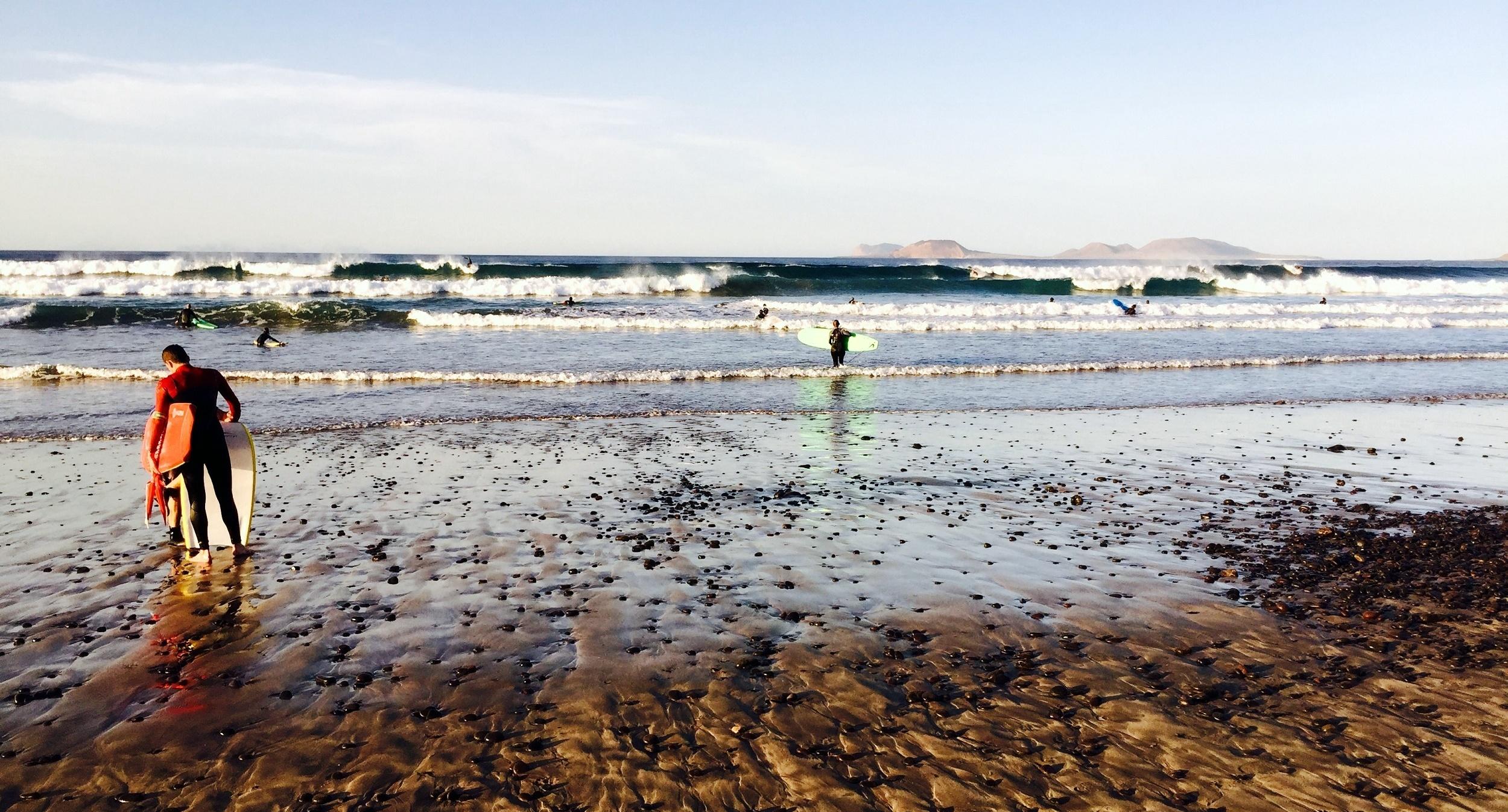Surferos en Famara, 29 de diciembre de 2015