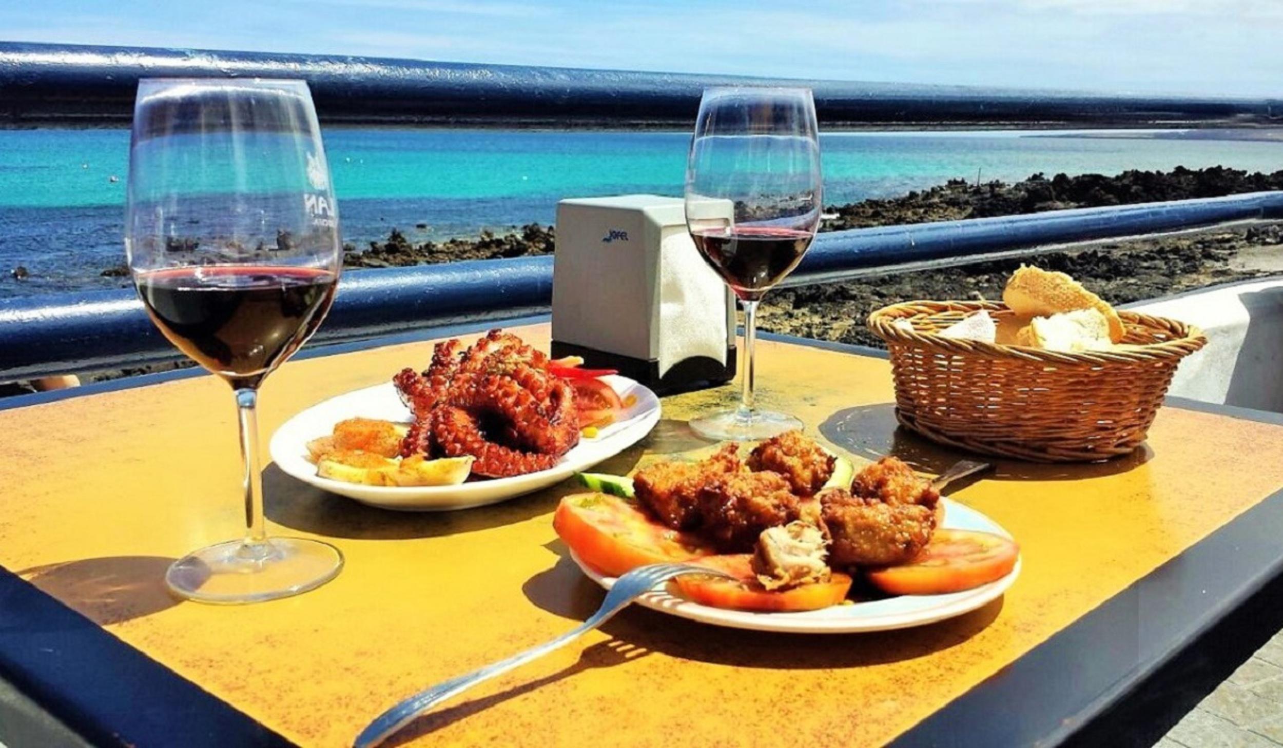 Pescadito frito y pulpo en Bar Piscina de Punta Mujeres