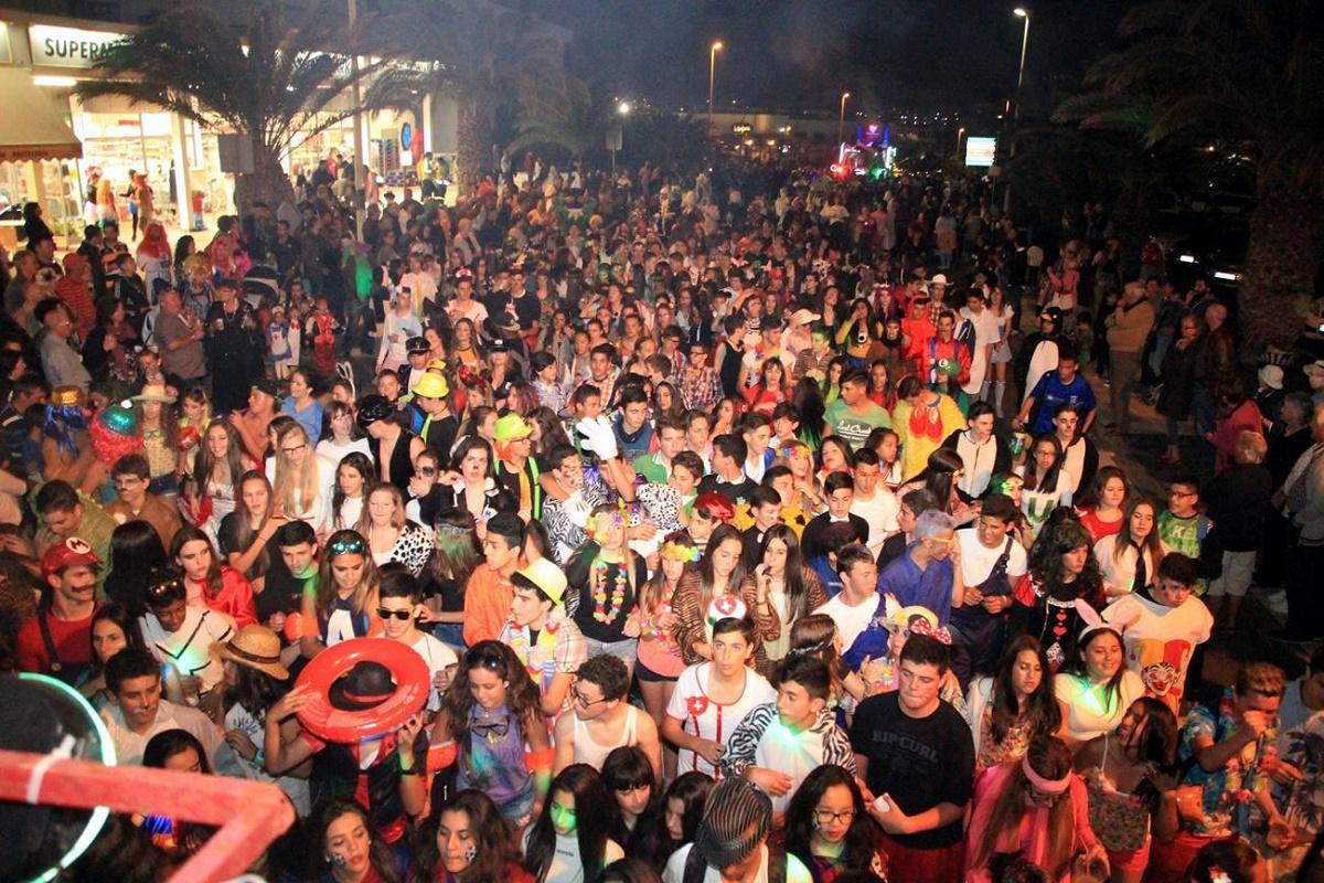 Baile de disfraces del carnaval de Costa Teguise