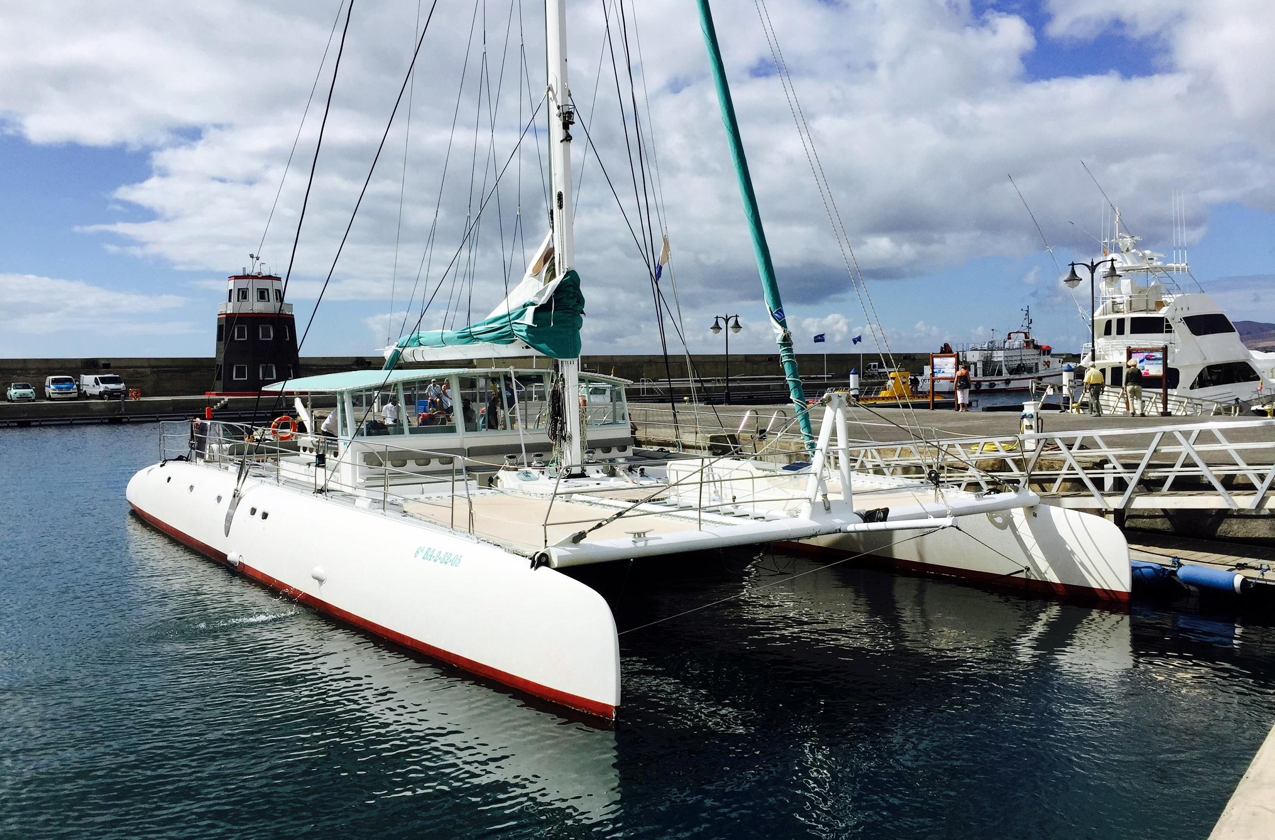 Catamarán de Catlanza en Puerto Calero