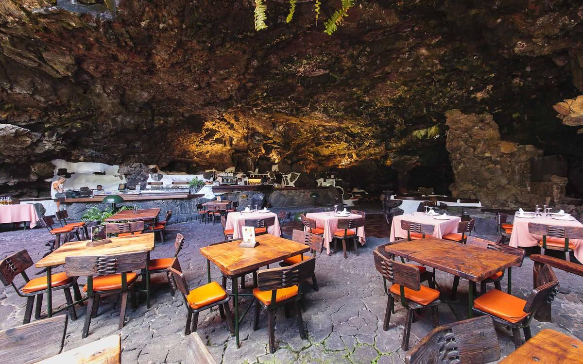 El restaurante de Jameos del Agua, Lanzarote, fotografía de Ramón Pérez Niz