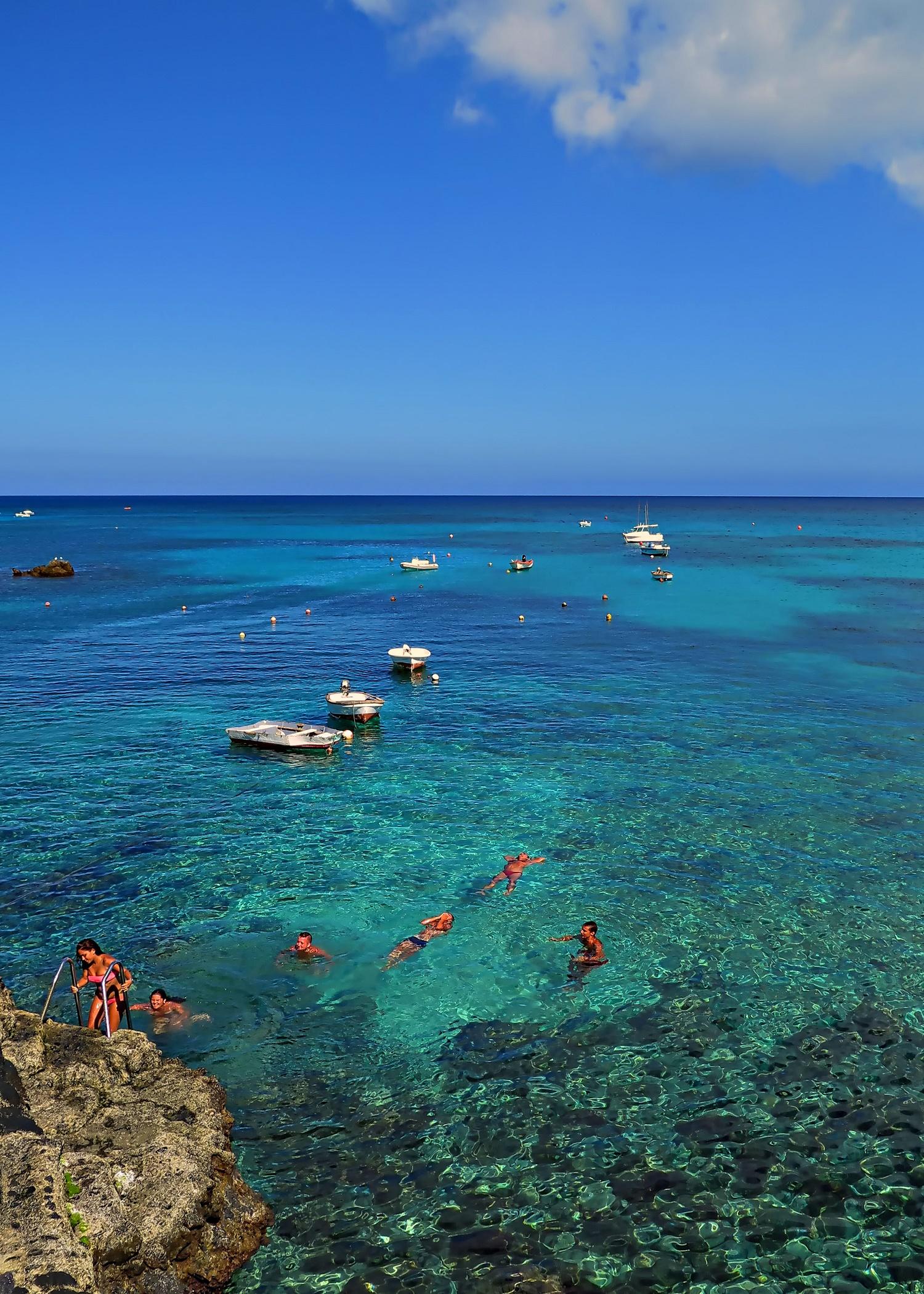 Bañarse piscinas naturales de Punta Mujeres