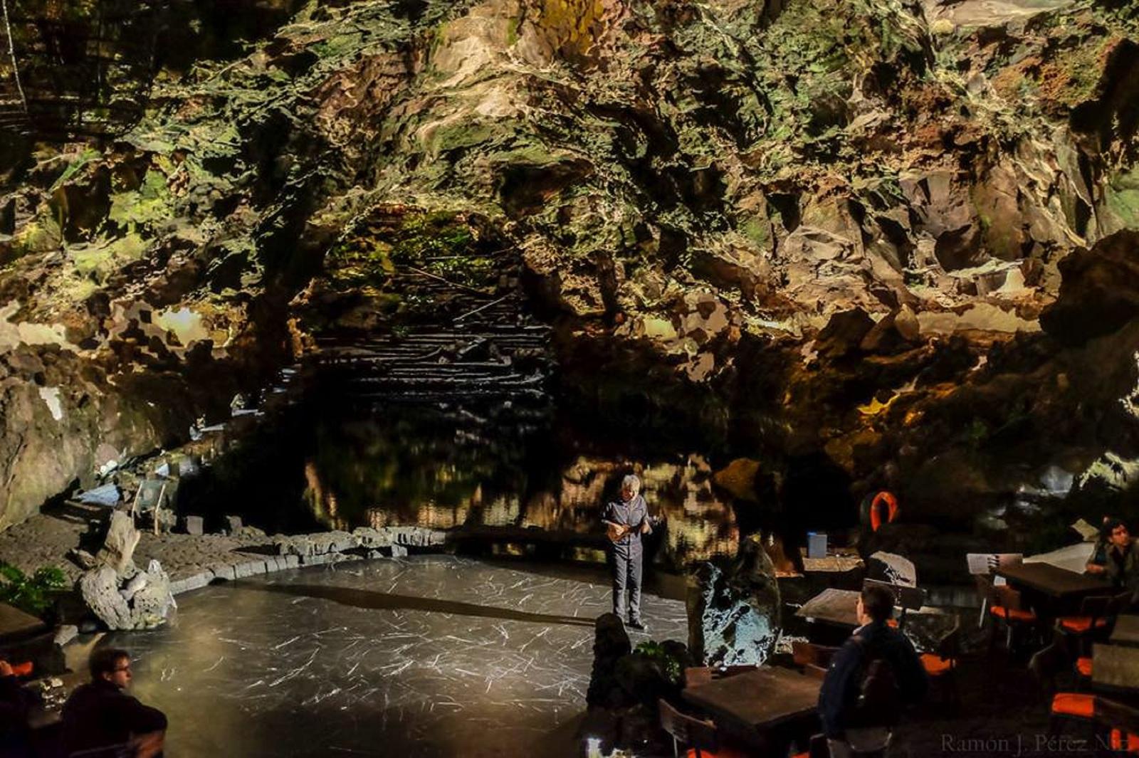 Toñin Corujo en concierto en los Jameos del Agua