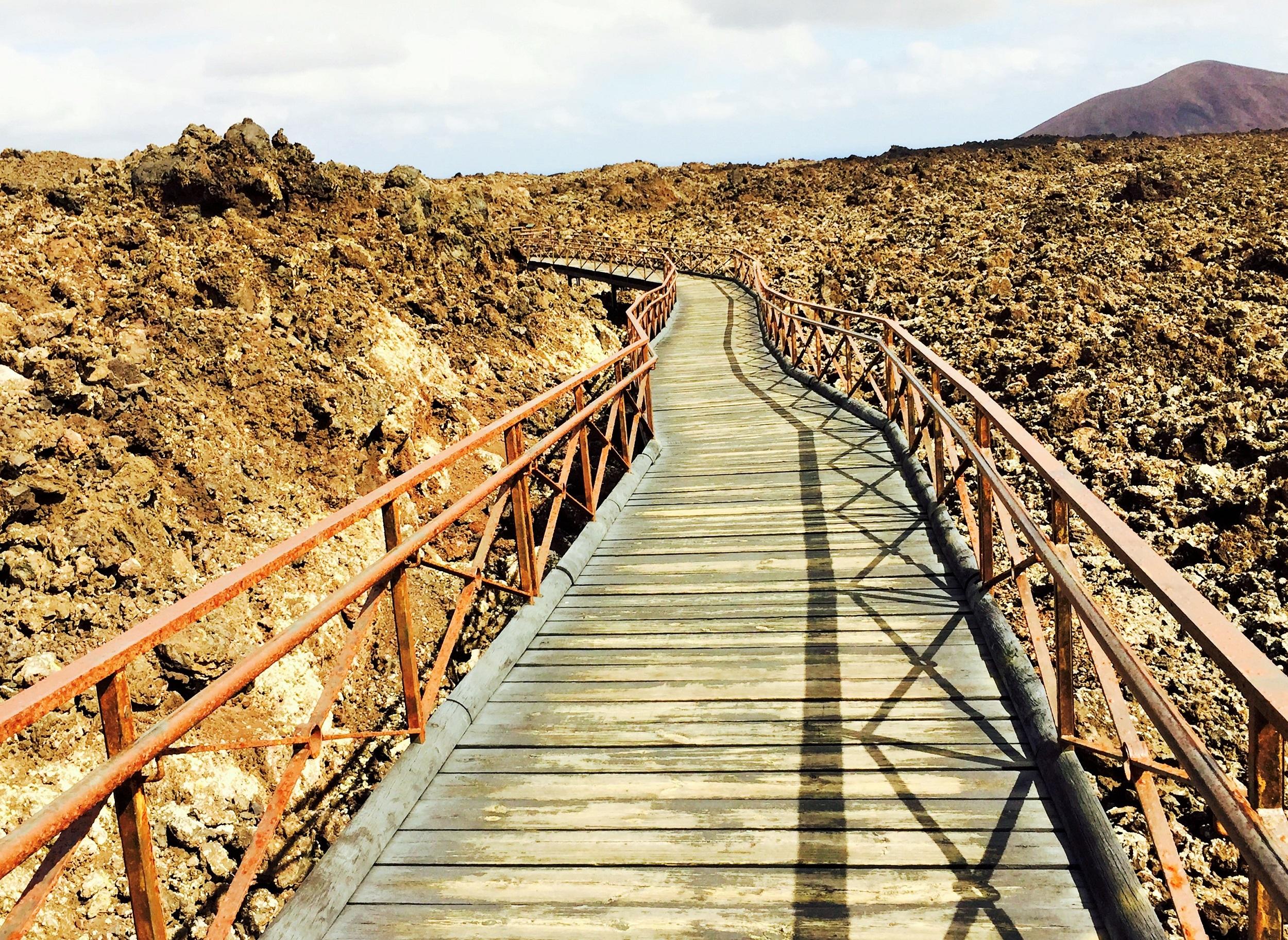 El puente sobre el mar de lava