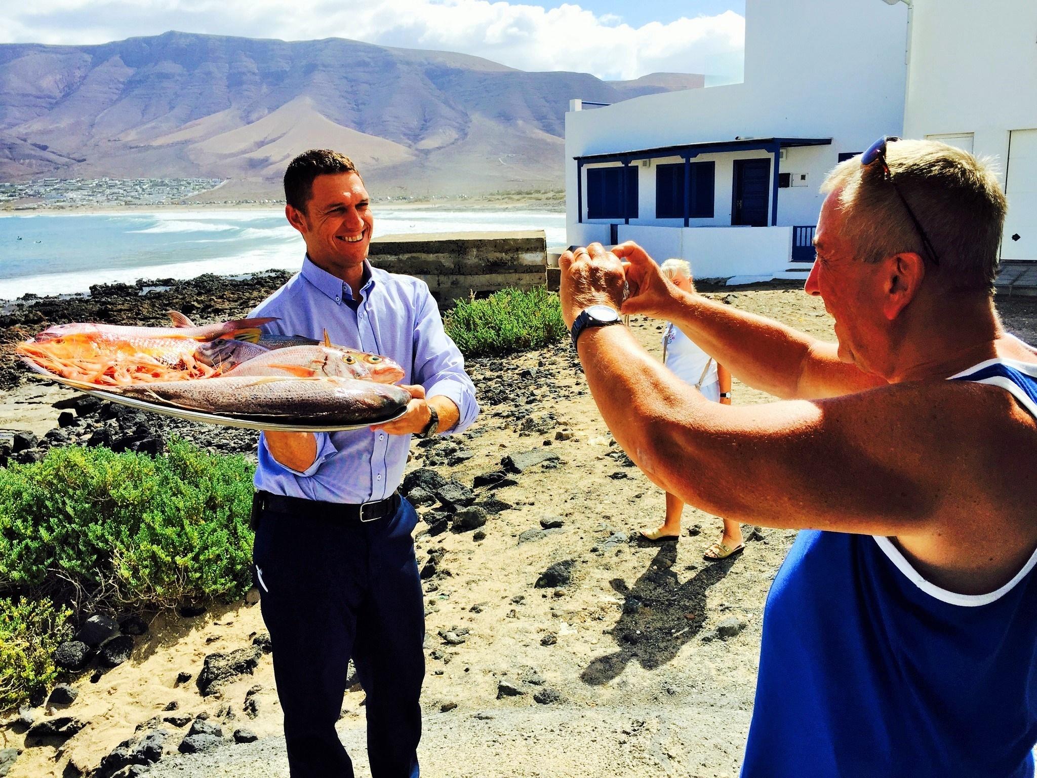 Turista sorprendido con pescado